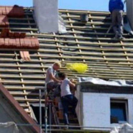 dakpannen rood leggen door dakdekkers